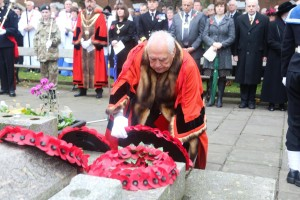 Myors past and present are invited to attend the Remembrance Day ceremony at Kings Square. Here Former Mayor Graham Granter lays his personal wreath while current Mayor Redman looks on.