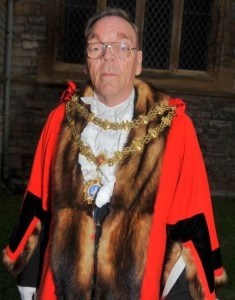 Mayor Loveridge modelling the latest 15th century fashions in 'chains and robes'